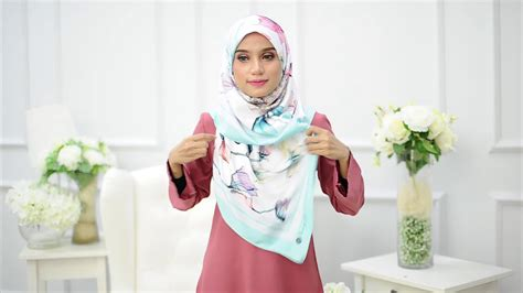 instagram tutorial benang hijau benang hijau royal satin series square scarf tutorial 1