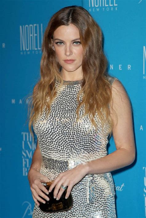 pictures  american actress danielle riley keough peanut chuck chuckin peanuts