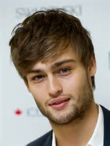 haircut styleing booth douglas booth with his sexy men hairstyle with short hair