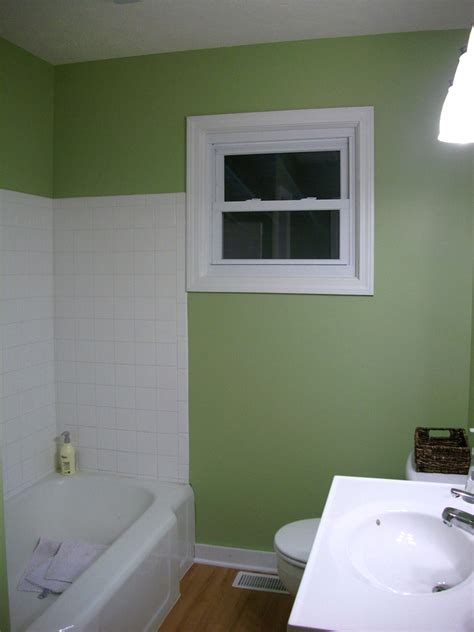 painting a small bathroom green paint for bathroom 2017 grasscloth wallpaper