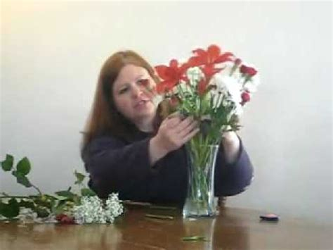 How To Arrange Roses In Vase by How To Arrange Flowers In A Vase