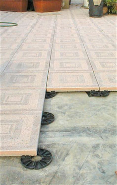 piastrelle galleggianti pavimentazioni per esterni immagini aci coperture dei
