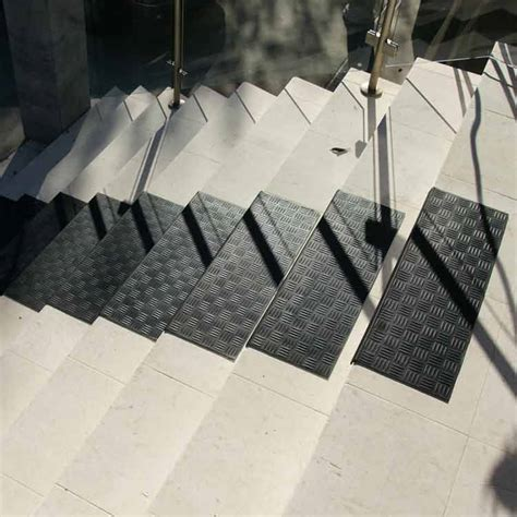 """Diamond Grip"" Rubber Stair Tread"