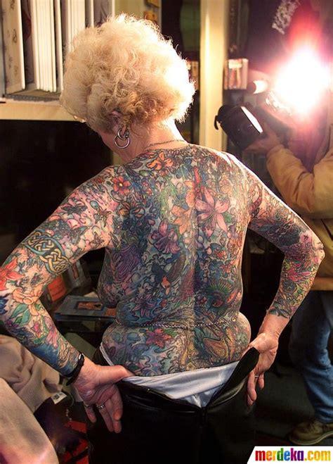 Tato Keren Di Tubuh Wanita Indonesia | foto ini wanita tertua di dunia dengan tubuh penuh tato