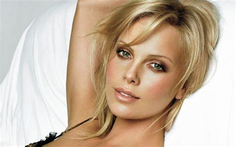 famous current female actresses 10 popular hollywood actresses who are actually africans