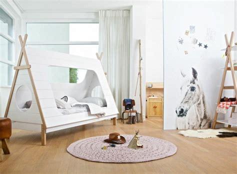 un lit cabane pour une chambre d enfant aventure d 233 co