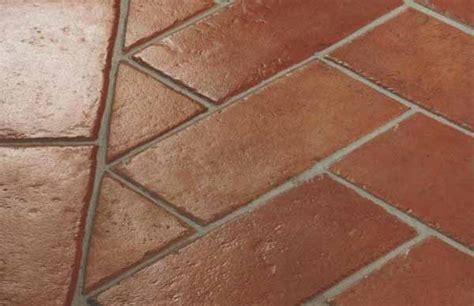 lavare pavimenti pulire il pavimento in cotto guida completa