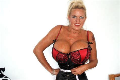 biggest waist female woman with biggest boobs in britain squeezes her waist