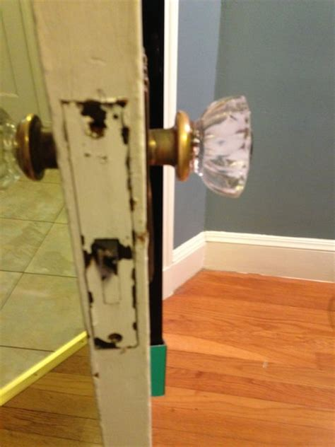 How To Remove A Door Knob With No Screws by Removing Replacing Really Doorknob Doityourself