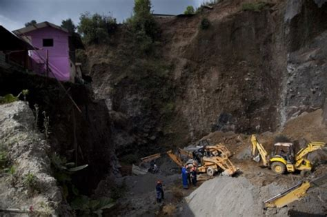 earthquake yesterday in mexico first news and images of landslides from the m 7 4