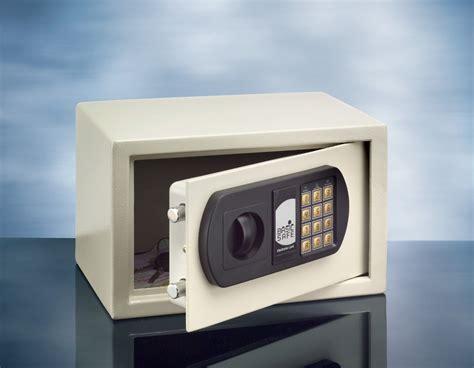tresor schrank c 1 m 246 beleinsatztresor basic safe 1 e