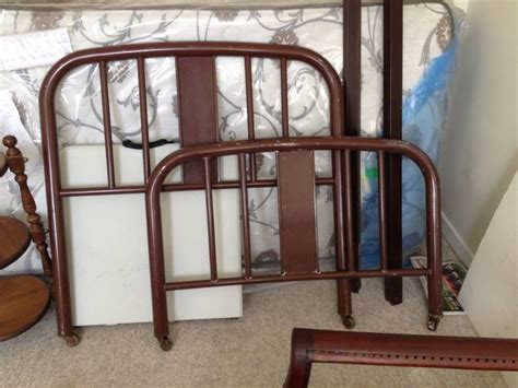 Determine Age Of Antique Metal Bed Frame Simmons Metal Bed Any Idea Of Age My Antique Furniture Collection