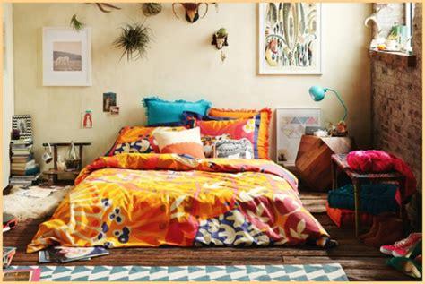 Formidable Lampe Pour Chambre A Coucher #2: deco-boheme-chic-cool-pour-le-lit.jpg