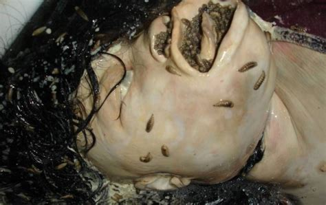slitting your wrists in the bathtub the 22 most bone chillingly creepy pictures on the entire