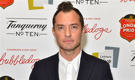 modern hairstyle for lawyer jude law haircut short haircuts models ideas