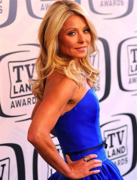 how does kelly ripa get the wave in her hair get kelly ripa s rippling abs trainer spills ripa s diet
