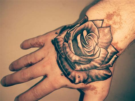 hand tattoos rose designs on
