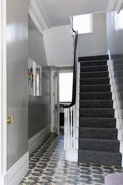 grauer flur grey hallway with tile flooring hallway ideas
