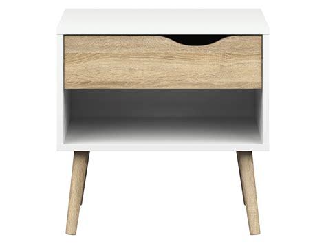 delta natbord i enkelt hvidt design med ben samt skuffe af eg