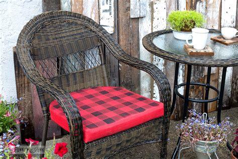 buffalo check plain red cushions   cabin