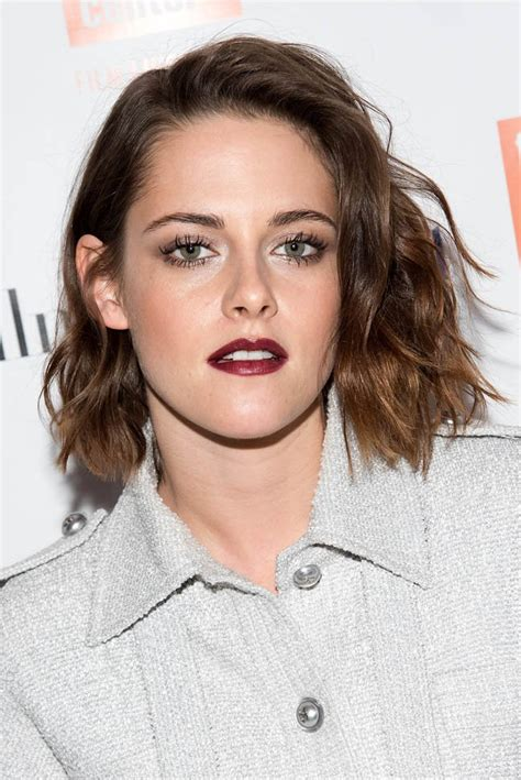 kristen stewart is finally plotting while appearing at the