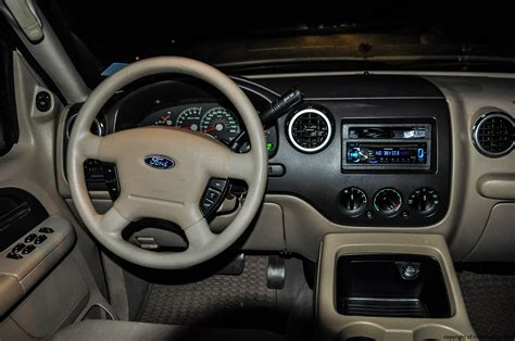 Ford Expedition 2004 Interior by 2004 Ford Expedition Xlt Review Rnr Automotive
