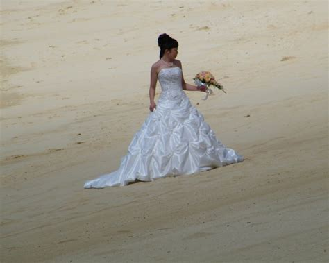 Hawaiian Style Wedding Dresses by Inspiration Ideas Hawaiian Wedding Dresses With Hawaiian