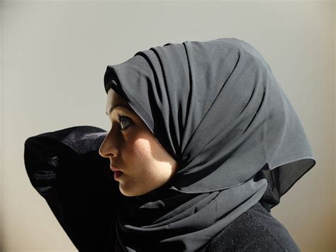 hijab tutorial volume without the camel hump why is the khaleeji hijab so controversial vice