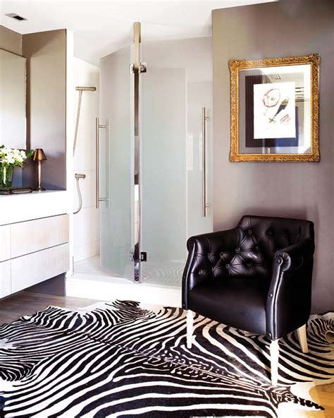 Zebra Living Room Decorating Ideas by How To Decorate With Zebra Print Interiorholic