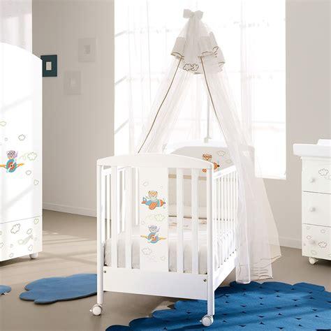 berceau en bois avec moustiquaire maternita