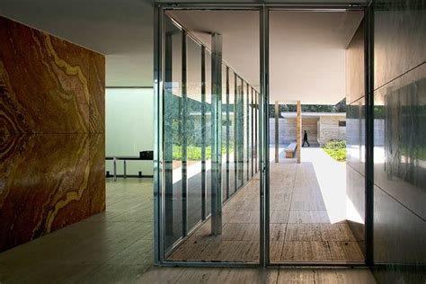 pavillon mies der rohe the barcelona pavilion by mies der rohe