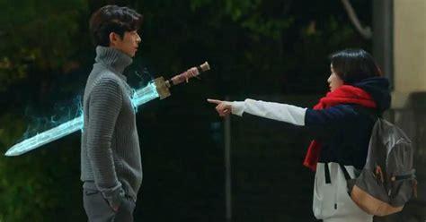 Foto Netizen dengan Pedang 'Goblin' Sedang Viral di Medsos