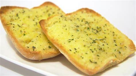 cara membuat garlic bread dengan teflon resep garlic bread dengan roti tawar khas italia