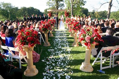 Wedding Aisle With Petals by Aisle Runners And Petals In Wedding Ceremonies