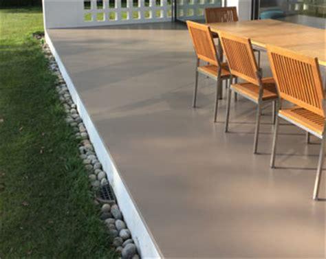 resinare un pavimento pavimenti per esterni in legno gomma e resina