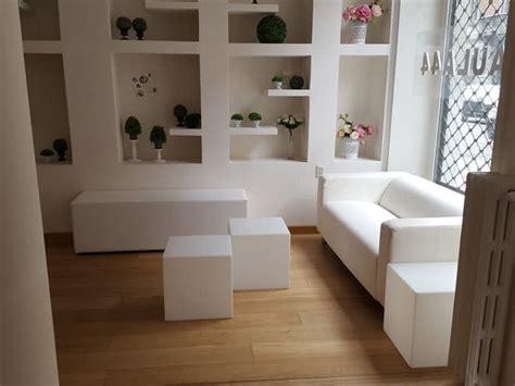 divano bianco ecopelle noleggio divano in ecopelle bianco per eventi noleggiodesign