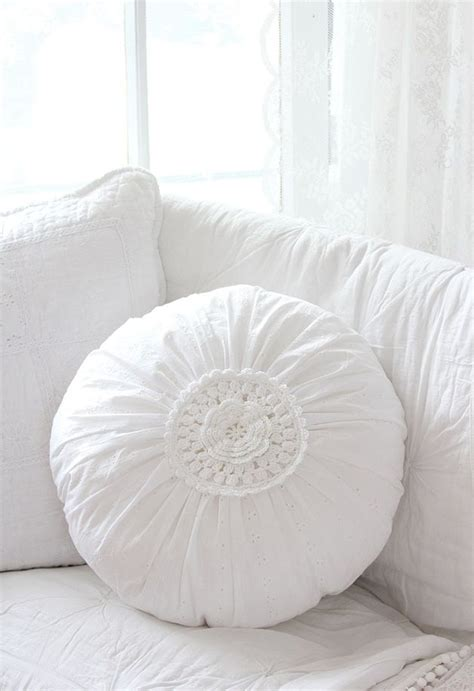 runde kissen 181 best pillows images on cushions bedding