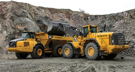 heavy duty volvo 100 volvo heavy duty volvo moving an oversize load