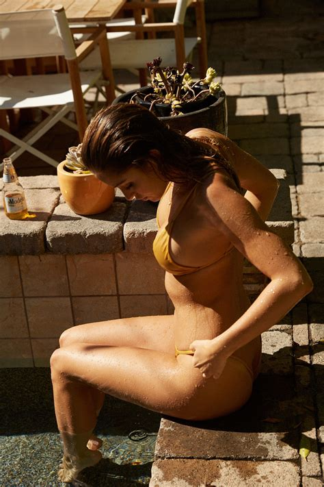 Gigi Paris Topless Fappening    Photos     The Fappening