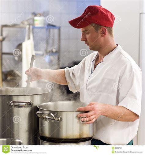 imagenes libres cocina cocinero en cocina industrial