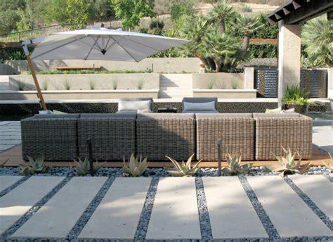 terrasse mit kies gartengestaltung mit kies ideen mit naturstein und gr 228 sern
