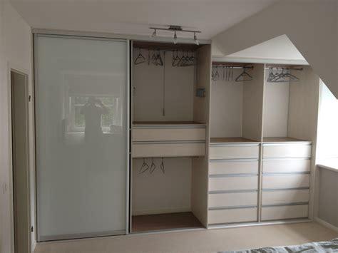 schrank für dachschräge ikea schlafzimmer ideen wandgestaltung