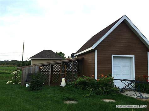 chicken coop building idea backyard slant roof hen coop