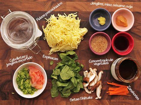 Korean Cook Si Hans Rice Noodle With Spicy Flavored Seafood Sup te ense 241 amos a preparar t 250 mismo los fideos instant 225 neos