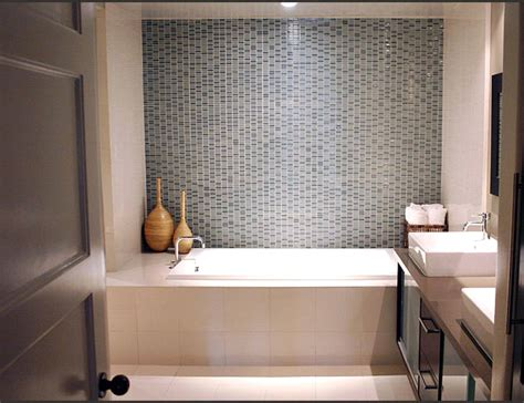 Home Design And Remodeling Show 2015 by Small White Bathroom Ideas Photo Album Patiofurn Home