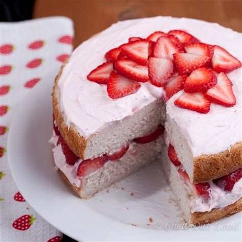 fresh strawberry cake with cream cheese frosting chew