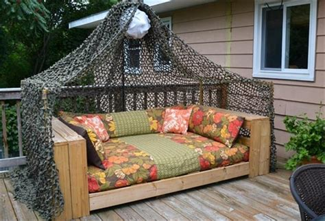 how to make a day bed 12 diy pallet daybed ideas 1001 pallet ideas