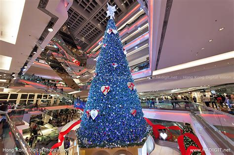 swarovski crystal christmas tree at festival walk hkdigit