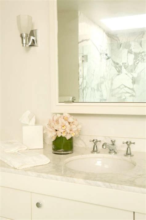 ivory coloured bathroom suites off white walls design ideas