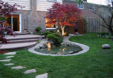 Herbstlaub Garten by Japanischer Ahornbaum Mit Herbstlaub Im Garten Unten